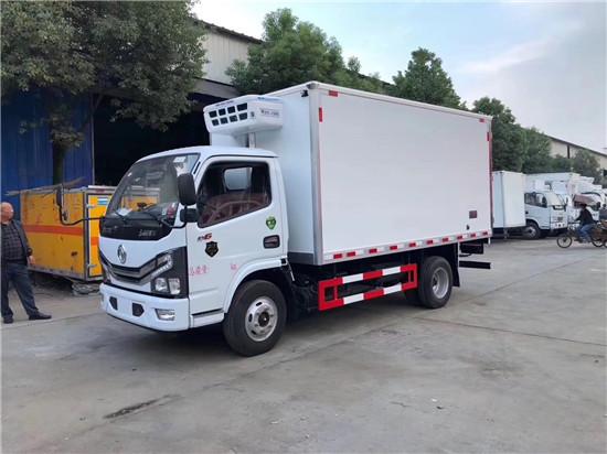 国六东风多利卡4米2冷藏车